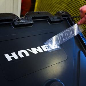 znakowanie skrzyni narzędziowej logotypem zamawiającego
